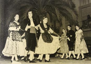 Una actuació del Grup de Dansa l'any 1972