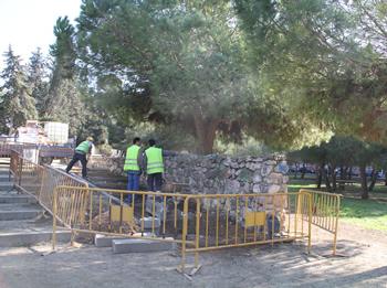 Rampa que substitueix un tram d'escales, a l'entrada al parc