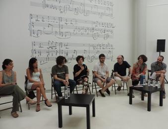 Teresa Llorens, flanquejada pels representats dels projectes del Programa